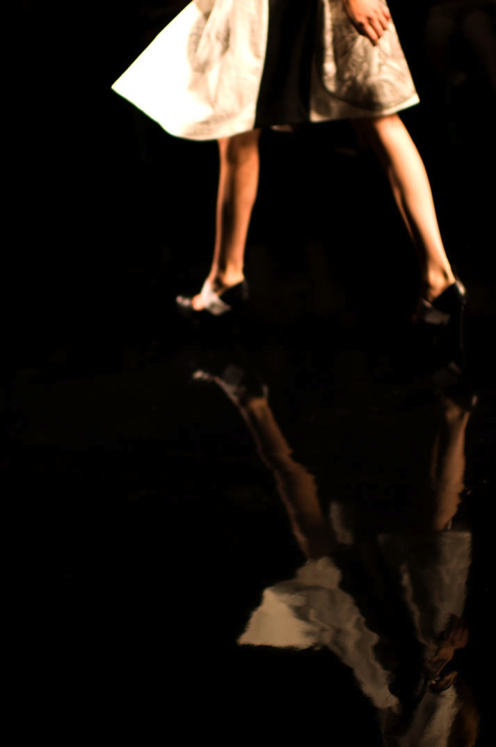 picture of a watery reflection of a girl in Araisara spring 2012 tokyo fashion week