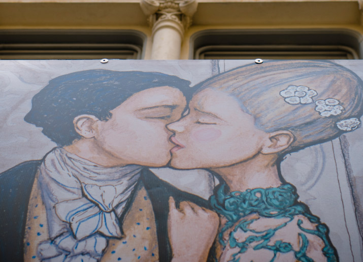 Fashion Artist & Photographer Danny Roberts photo of his mural for Tiffany and company in Soho of a couple in love kissing each other.